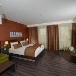 Zimmer 130 Sofa und Doppelbett